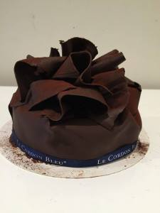 Feuille d'Automne - O_o sheets and sheets of chocolate. I finally found out how they make this cake. :)